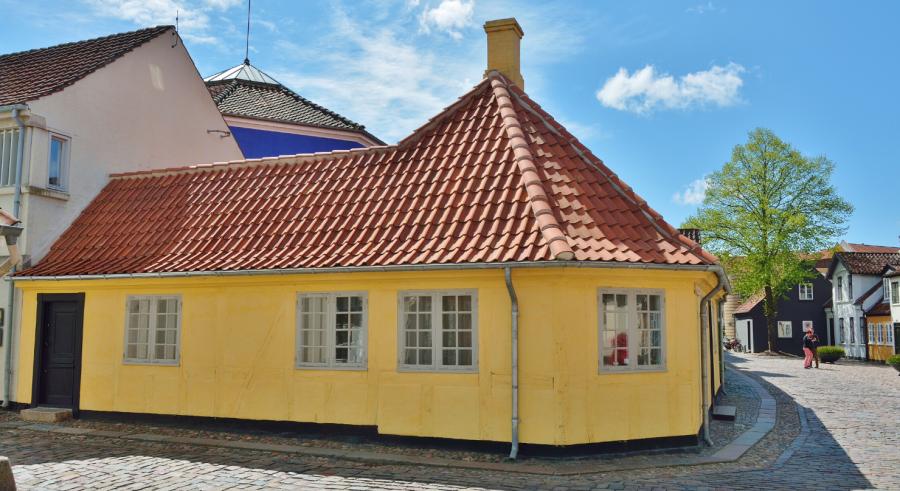 H.C. Andersens hus i Odense. Et fint gammelt gult hus.